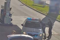 Policisté dopadli cizince, kteří kradli pohonné hmoty v regionu.