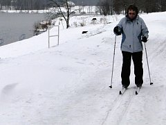 Běžecká lyžařská trasa kolem přehrady Olešná.