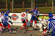 Hokejbalisté Třince se odpoutali ze samého dna extraligové tabulky, když na domácím hřišti vybojovali bod s Mostem.