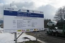 Tabule s informacemi o stavbě průtahu Hrádkem je i v sousední Bystřici nad Olší.
