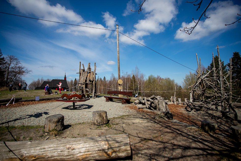 Chata Prašivá, 10. dubna 2020 v Beskydech.