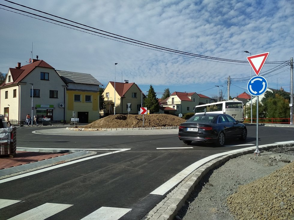 Nový kruhový objezd v Krmelíně byl otevřen.