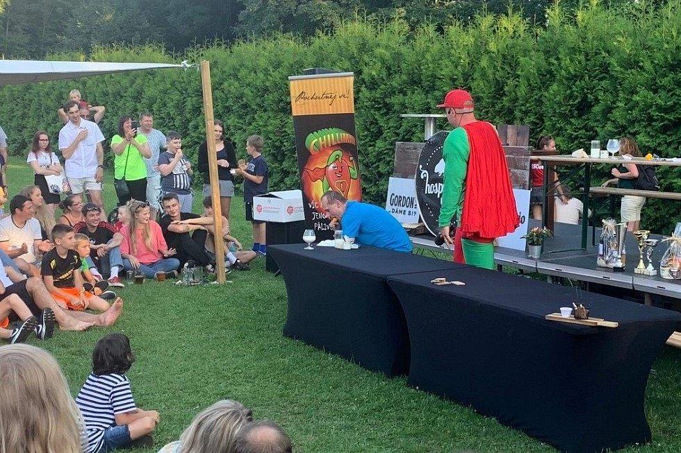 Chilli fest u Bobra - vítěz soutěže Roman Lepík.
