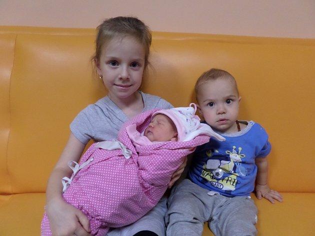 Julie Mikulová se sourozenci Sofinkou a Marečkem, Bystřice, nar. 7.11, 48 cm, 3,52 kg, Nemocnice Třinec.