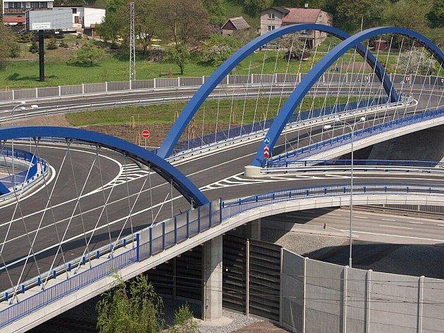 1. místo komerční (most).