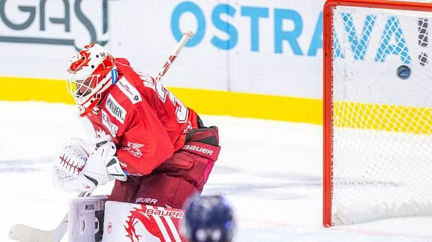 Patrik Bartošák inkasuje. V derby neměl štěstí.