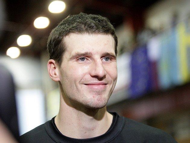 Hlavní českou hvězdou letošní Moravské výškařské tour bude bronzový medailista z Letních olympijských her v Aténách.