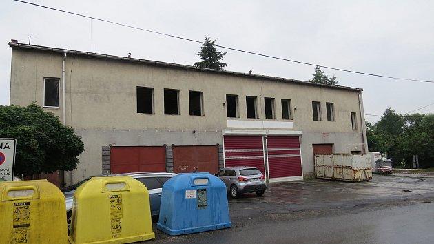 Současná základna jablunkovských hasičů již zeje prázdnotou a čeká na bourání.