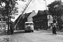 V říjnu 1950 byla zprovozněna první část městské hromadné dopravy (Třinec – Staré Město ul. 1. Máje). Koncem roku 1952 bylo odevzdáno do provozu stanoviště ČSAD.