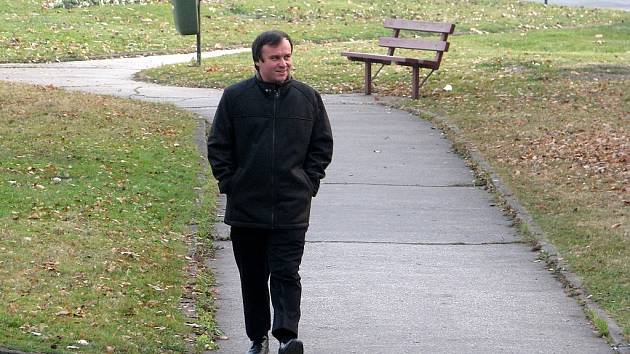Skromný Martin Staszko před rokem přicházel na třineckou radnici s úsměvem.