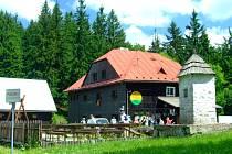 Chatu Kmínek nechal postavit Vincent Kmínek roku l918. Hned od začátku přitahovala spoustu českých i slovenských návštěvníků.