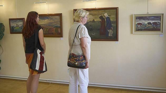 Obrazy z díla Heleny Salichové můžete spatřit v Galerii výtvarného centra Chagall v Brušperku. Výstava s názvem Život na vesnici potrvá do 16. září.
