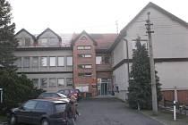 Obecní úřad v Kunčicích pod Ondřejníkem se nachází v blízkosti opravené školy.