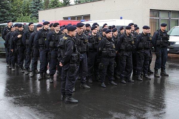 Po čtyřech dnech služby vzáplavami zasaženém Ústí nad Labem se zpět do Moravskoslezského kraje vrátil vúterý 11.června tým speciální pořádkové jednotky zFrýdku-Místku.