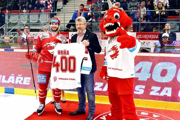 Třinecký Erik Hrňa si připsal jubilejní 400.start vdresu Ocelářů.