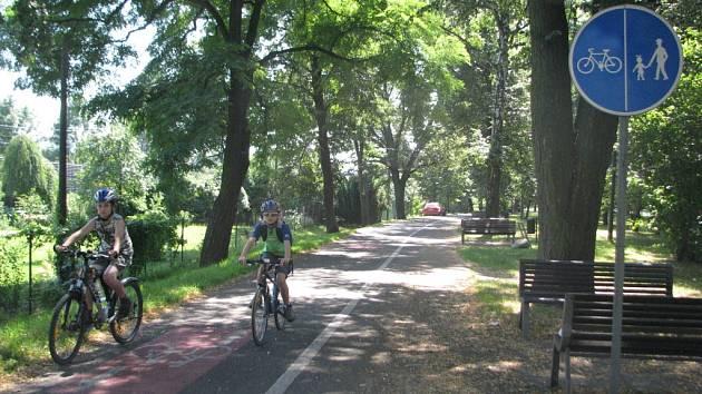 Do Třince si na kole zajeli i tito dva mladí cyklisté z Bystřice a Nýdku.