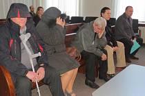 """Metanolová kauza se v pondělí 17. února dostala i před Okresní soud ve Frýdku-Místku. Obžalováno bylo šest lidí, kteří vyráběli a prodávali alkohol. Po vypití otráveného """"tuzemáku"""" zemřela v září 2012 mladá žena z Komorní Lhotky, její otec oslepl."""