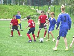 Netradiční fotbalový turnaj o pohár spolku Házíme laso se odehrál ve frýdeckých Stovkách.
