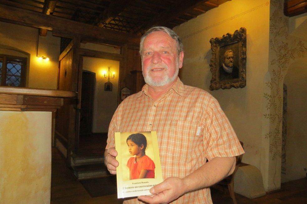 Cestovatel František Mamula v úterý pokřtil svou první knížku Z Beskyd do exotického ráje.
