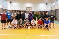 Všichni účastníci 3. ročníku nohejbalového turnaje trojic.