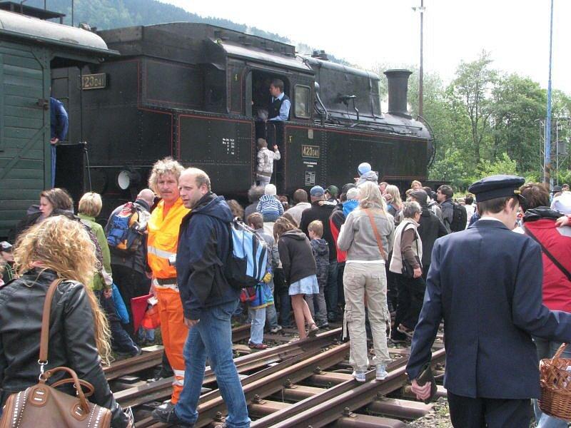 Na Ostravici bylo o víkendu rušno. Znovu po třech letech vjel do ostravického nádraží vlak, tažený historickou parní lokomotivou.