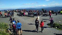 Lysá hora byla v pátek v obležení turistů.