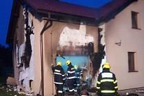 Tři jednotky hasičů zasahovaly v Třinci, místní části Osůvky (okres Frýdek-Místek), u požáru garáže se zaparkovanou čtyřkolkou.