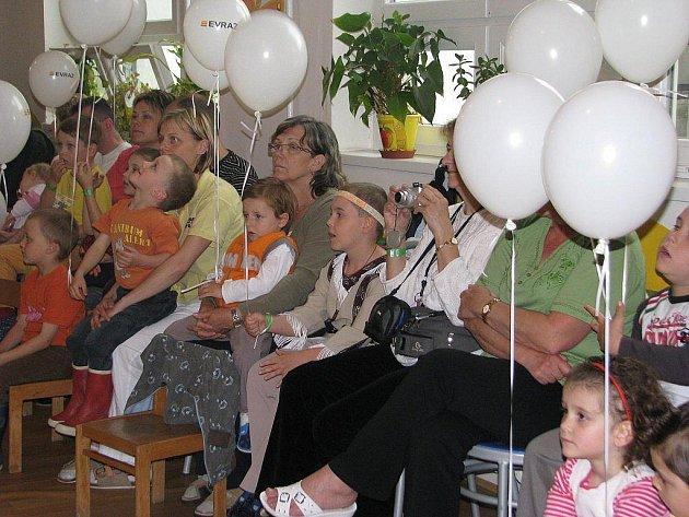 V metylovickém léčebném ústavu slavili den dětí a zároveň otevřeli dětské hřiště.