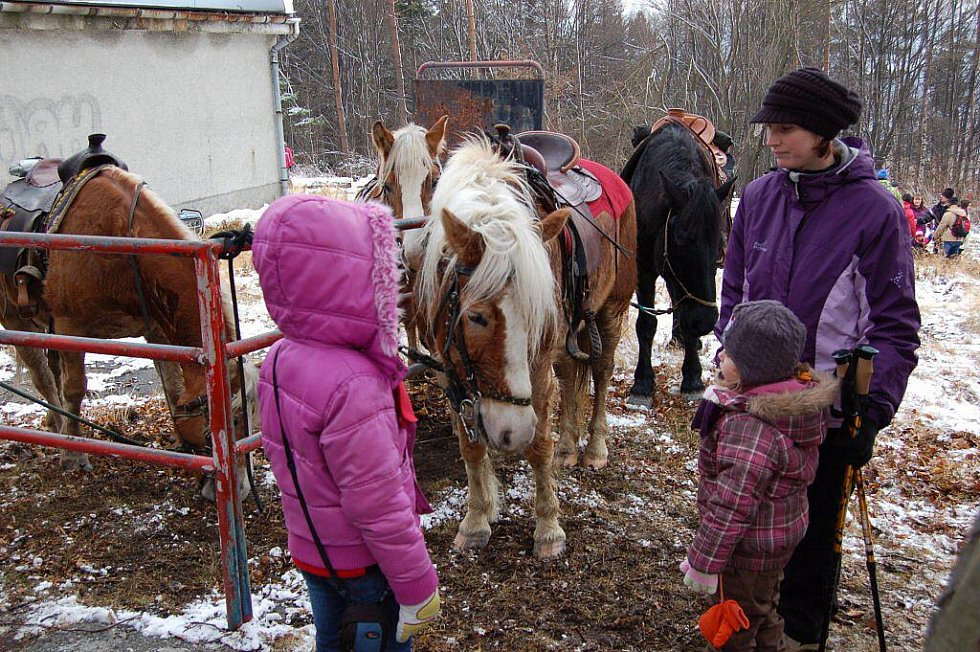 Laši oslavili Silvestr tradičně 31. prosince už v pravé poledne na Čupku v Metylovicích.