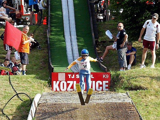 Turné čtyř můstků ve skoku na lyžích žáků v Kozlovicích.
