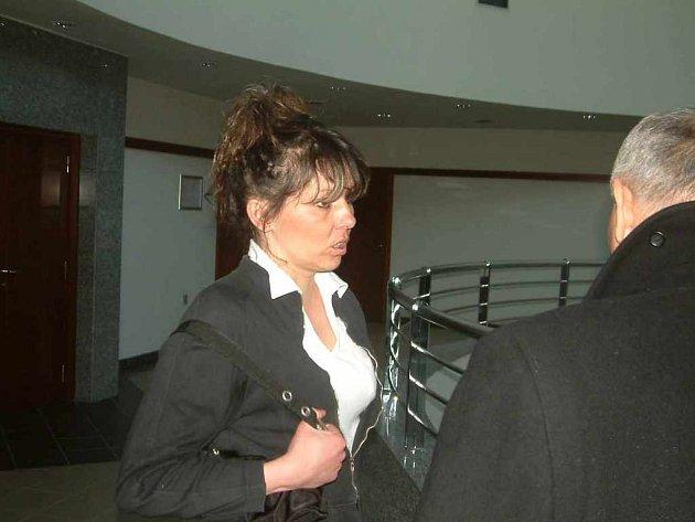 Vladimíra Podzimková u soudu.