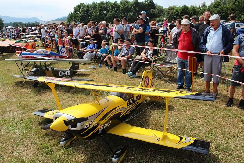Pobeskydský aviatický klub na letišti v Bahně ve Frýdku-Místku uspořádal největší modelářskou akci na Moravě. Frýdek-Místek, 31. července 2021.