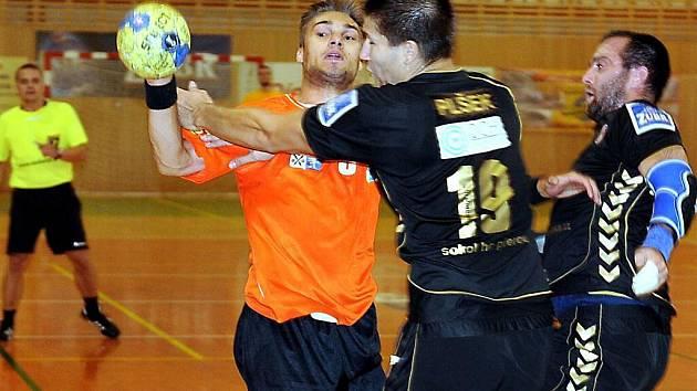 Extraligoví házenkáři Frýdku-Místku prohráli na úvod sezony s Přerovem o jedenáct branek.