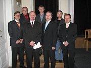 V čele Jablunkova zůstává Petr Sagitarius. Město řídí od roku 1998. Zastupitelé ve čtvrtek 11. listopadu zvolili za místostarostu senátora Petra Gawlase. Na snímku kompletní rada.