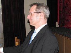 V čele Jablunkova zůstává Petr Sagitarius (na snímku). Město řídí od roku 1998. Zastupitelé ve čtvrtek 11. listopadu zvolili za místostarostu senátora Petra Gawlase, jasné už je i složení rady. Na ustavující jednání přišlo všehovšudy devět občanů.