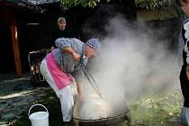 V restauraci Cyklobar v Dobré se v sobotu 22. října konaly vepřové hody. Na soukromé akci mohli návštěvníci spatřit také tradiční domácí zabijačku.