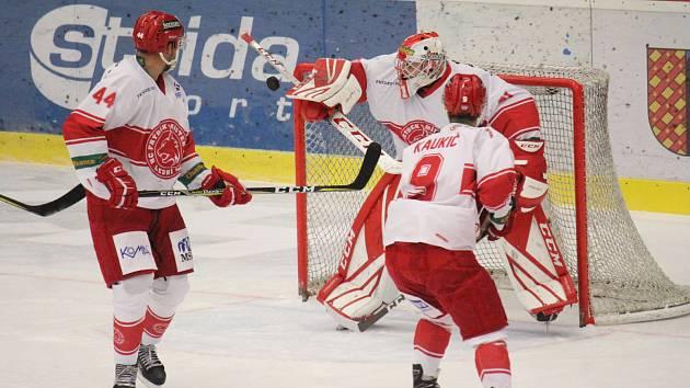 Hokejisté Frýdku-Místku podlehli Jestřábům až v nájezdech.