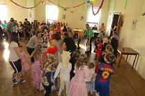 Dětský maškarní karneval pobavil v sobotu odpoledne malé i velké návštěvníky restaurace U Toflů. Akci tradičně uspořádal SDH Bystré ve spolupráci s místní TJ Sokol.