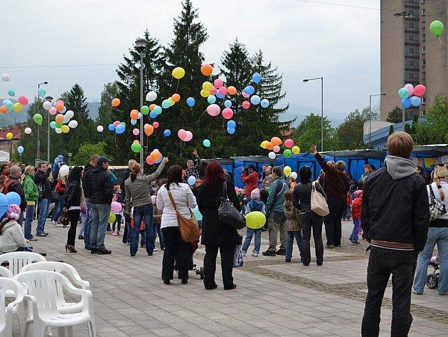 Společné vypouštění balonků nebude v Třinci chybět ani letos.