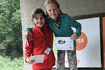 Úspěšní orientační běžci. A.Blahutová (vpravo) a K. Zahradníková.