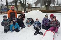 Jarní prázdniny mají před sebou i děti z Třince. Na snímku při hře v areálu DDM, který od 18. února pořádá pro zájemce pobytové akce i příměstský tábor.
