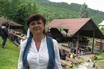 Třiapadesátiletá Jarmila Kantorová při letošním ročníku Festivalu na pomezí, který připravuje od úplných začátků.