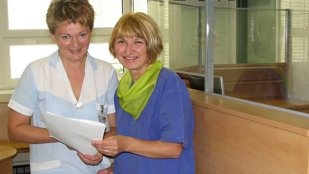 Zdravotní sestřičky Anna Karbanová a Marta Chovancová (zleva) z Beskydského gastrocentra frýdecké nemocnice.