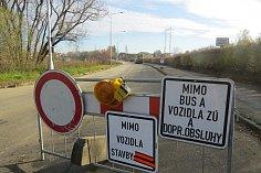 Uzavřená Kvapilova ulice v Místku.