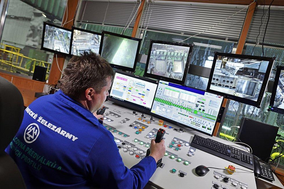 Dnešní řízení provozu v železárnách připomíná počítačové středisko.