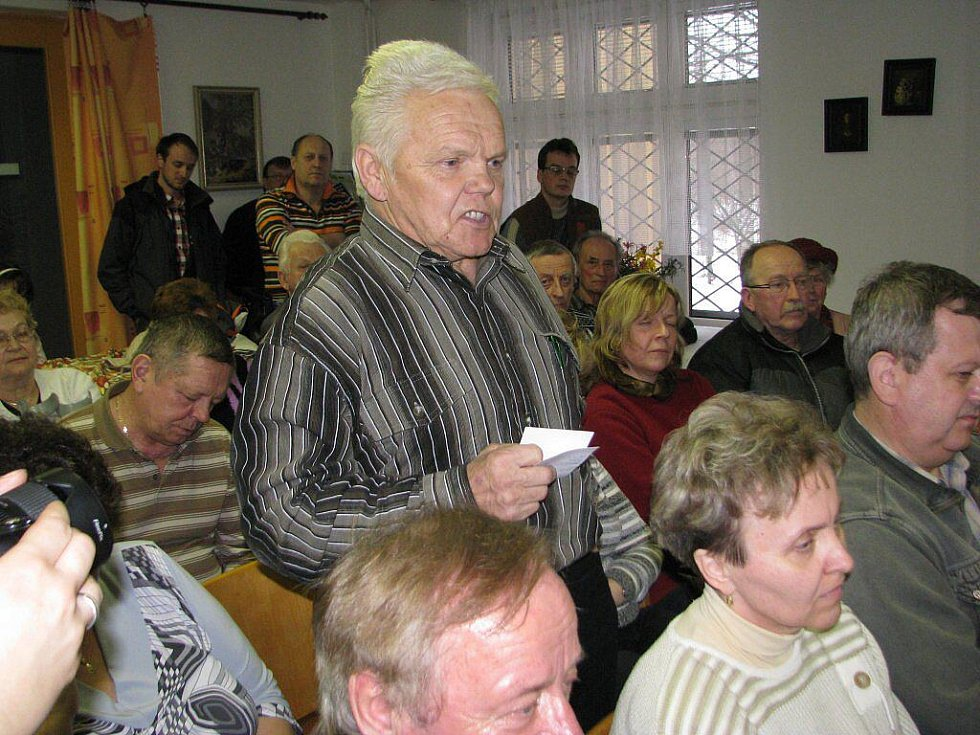 V bývalém penzionu se mluvilo o problémech třinecké části Oldřichovice. Na snímku hovoří Rudolf Sagan.
