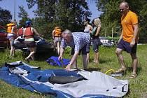 Vodáci z Bohumína v pátek vyrazili na tradiční sjezd řeky. Letos misto Odry zvolili Olši.