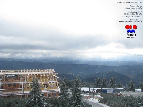 Lysá hora. Snímek zwebkamery vpátek 26.října 2012.