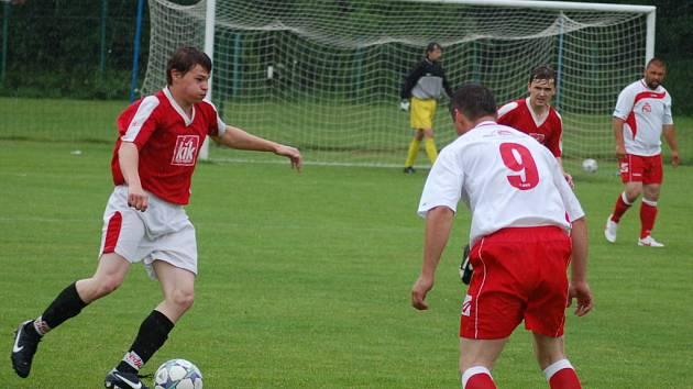 V souboji dvou nejlepších celků frýdecko-místecké okresní soutěže se z vítězství radovali nakonec hostující fotbalisté ze Smilovic, kteří zdolali Lískovec překvapivě vysoko 3:0.