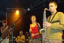 Skupina Benedikta se nechává inspirovat lidovou hudbou. Výrazně ji ale okořeňuje rockem, jazzem a funky stylem.